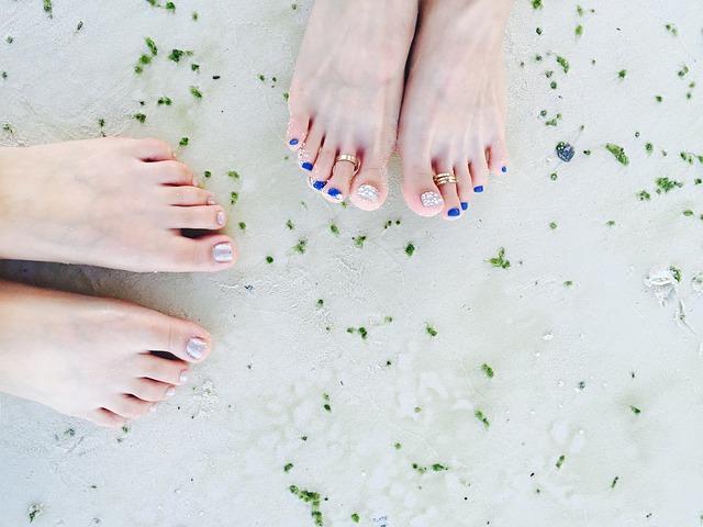 nehty na noze