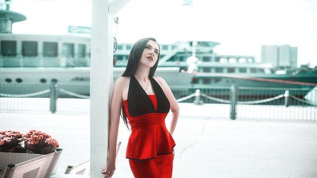 fd1ddd47d5c1 Popolnočné šaty sa zaraďujú medzi dámske spoločenské šaty. Správny výber  týchto šiat je dôležitý