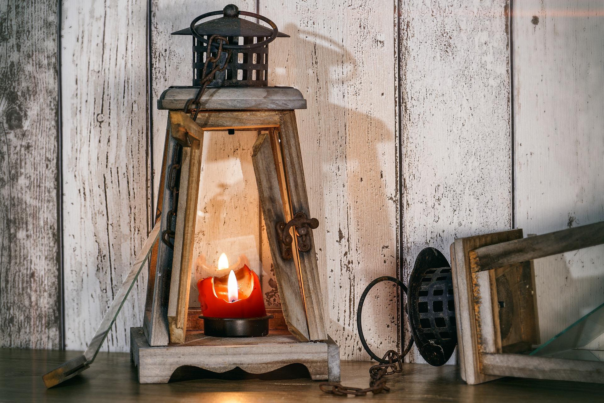 lantern-4916750_1920